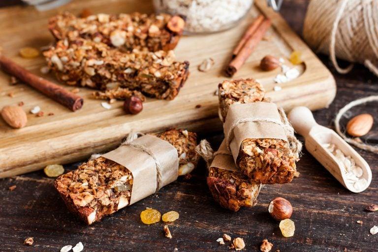 Selbstgemachte Müsliriegel ohne Zucker – gesund, vegan & glutenfrei
