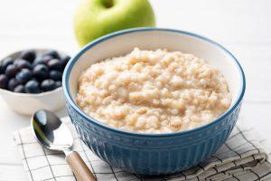 Das klassische Porridge Rezept – Haferflocken auf schottische Art